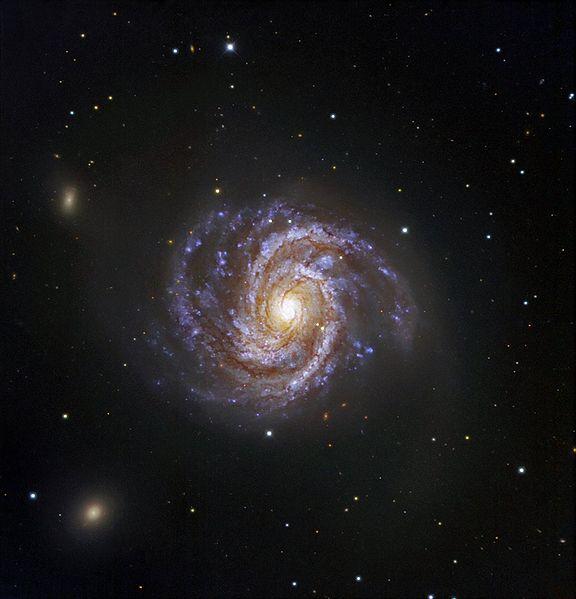 M100 спиральная галактика с перемычкой